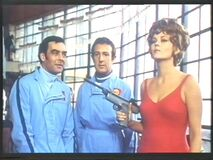 Pandora and speargun (Beba Loncar with Richard Johnson and Ronnie Stevens) Some girls do