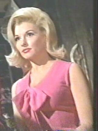 Queenie (Nancy Kovack)