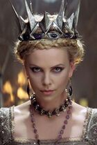 816534526e6db012470ee73713ef7a60--charlise-theron-charlize-theron-snow-white