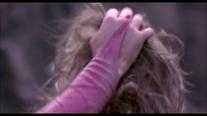 Mileena grabs Sonya's hair