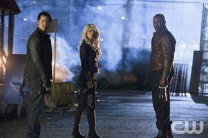 Arrow-Season-Season-2-Episode-2-Identity-3