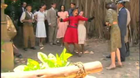 Alma Gêmea - Mirna joga Cristina no chiqueiro - SIC