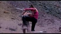 Mileena knees Sonya in gut