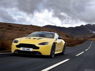 Aston Martin-V12 Vantage S 2014 800x600 wallpaper 01