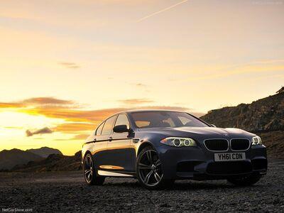 BMW-M5 UK Version 2012 800x600 wallpaper 01