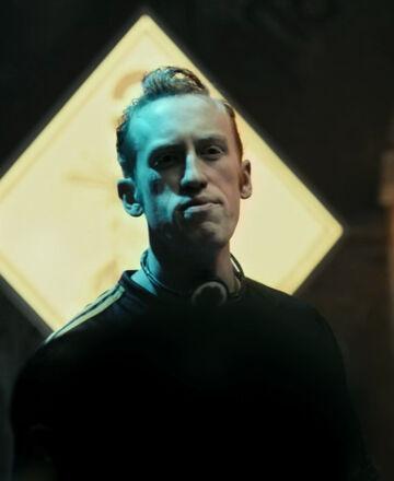 S01E01-KyleGatehouse as GauntBelter 01