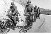 Bundesarchiv Bild 101I-681-0004-22, Frankreich, Radfahrtruppe