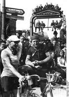 Bundesarchiv Bild 183-R99442, Berlin, Rennfahrer beim Radrennen Berlin-Cottbus-Berlin