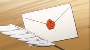 Lucy range la lettre dans une enveloppe