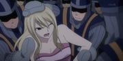 Lucy emmenée par les gardes
