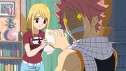 Natsu donne à Lucy l'affiche de la mission