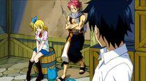 Lucy, se sentant coupable de la guerre entre les deux guildes