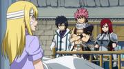 Natsu rejoignant Lucy à la fin du combat