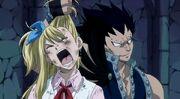 Gajil torture Lucy et lui tire les cheveux