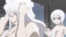 Mirajane y Lisanna toman un baño