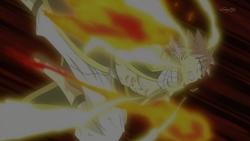 Natsu en su modo dragon de la llama electrica contra Rogue