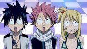Natsu, Gray y Lucy observan el parque de atracciones