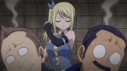 Lucy riñe a Wakaba y a Macao