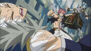 Natsu golpea a Sting y Rogue