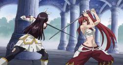 Erza y Kagura chocan espadas