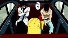 Kageyama falando com Natsu e Lucy
