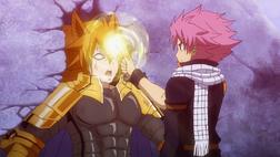 Natsu cierra la puerta de Leo