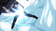 Gray ataca con su arco de hielo
