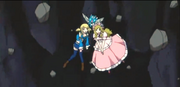 Happy sujetando a Lucy y Michelle