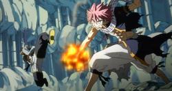 Natsu golpea a Sting