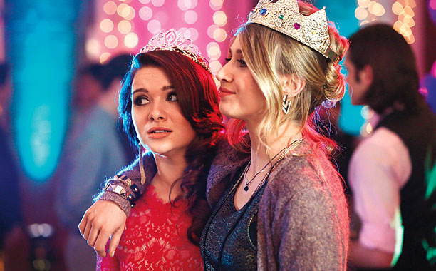 File:1x02 amy and karma @ homecoming.jpg