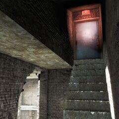 Сходи, що ведуть до виходу на дах