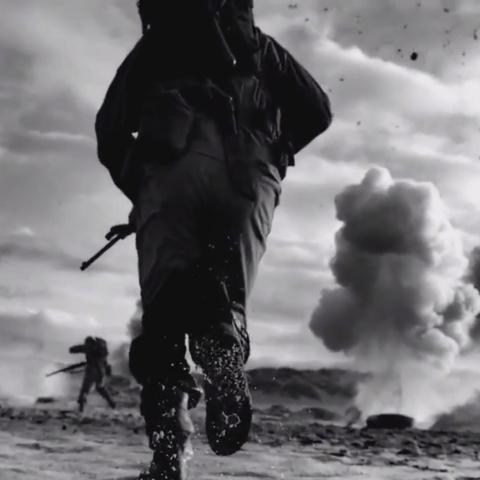 Солдати, що йдуть у бій