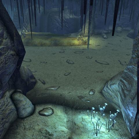 Всередині печери