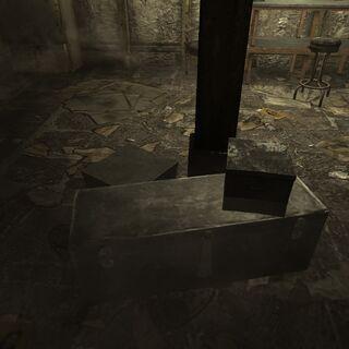 Маленькі ящики в підвалі