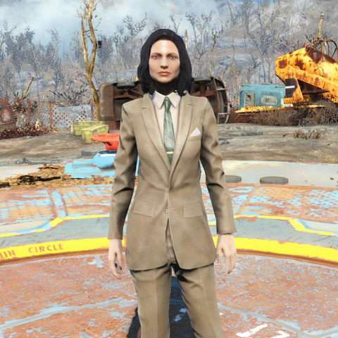 Чистий коричневий костюм на жінці
