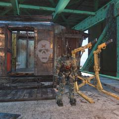 Силова броні і станція обслуговування біля будиночка командира