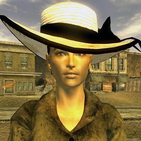 Полін Уінс в капелюшку