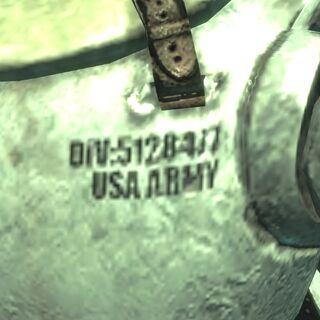 Напис <i>DIV 5128417 USA ARMY</i> на утепленій силовий броні