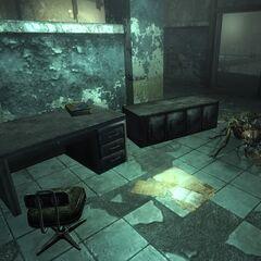 На столі, на другому поверсі <a href=