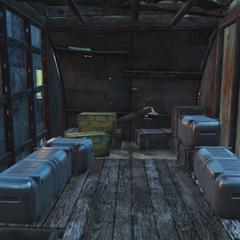 Дерев'яні ящики в хатині