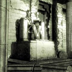 Відновлена статуя в кінцівках