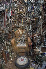 Junk throne