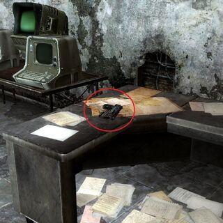 «10-мм пістолет НКР» в центрі зв'язку НКР