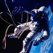 User 597px-Ed White spacewalk