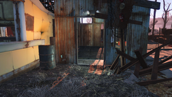 FO4 West Everett Estates backyard bunker entrance