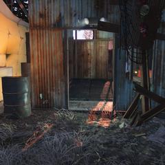 Входу в бункер на задньому дворі