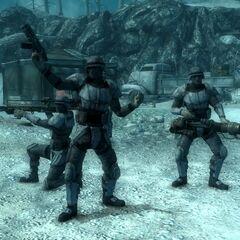 Американські солдати позують для журналіста