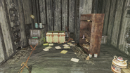 FO4 Abandoned house green trunk