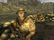 Żołnierz patroluje helios jeden