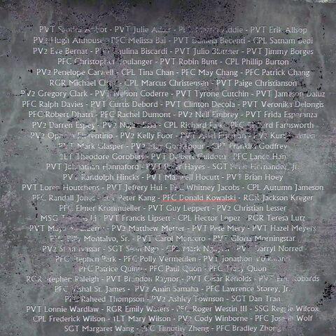 Ім'я рядового першого класу Дональда Ковальські на меморіалі.